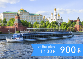 River cruise aboard the huge River Palace yacht along the Moscow center